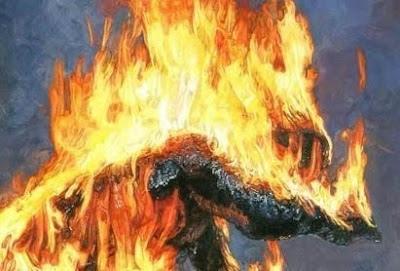 Davanti al parlamento italiano 40enne si d fuoco apr for Indirizzo parlamento italiano
