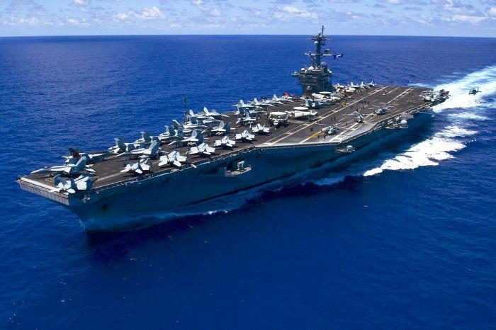 USS_Carl_Vinson_(CVN-70)_underway_in_the_Pacific_Ocean_on_31_May_2015